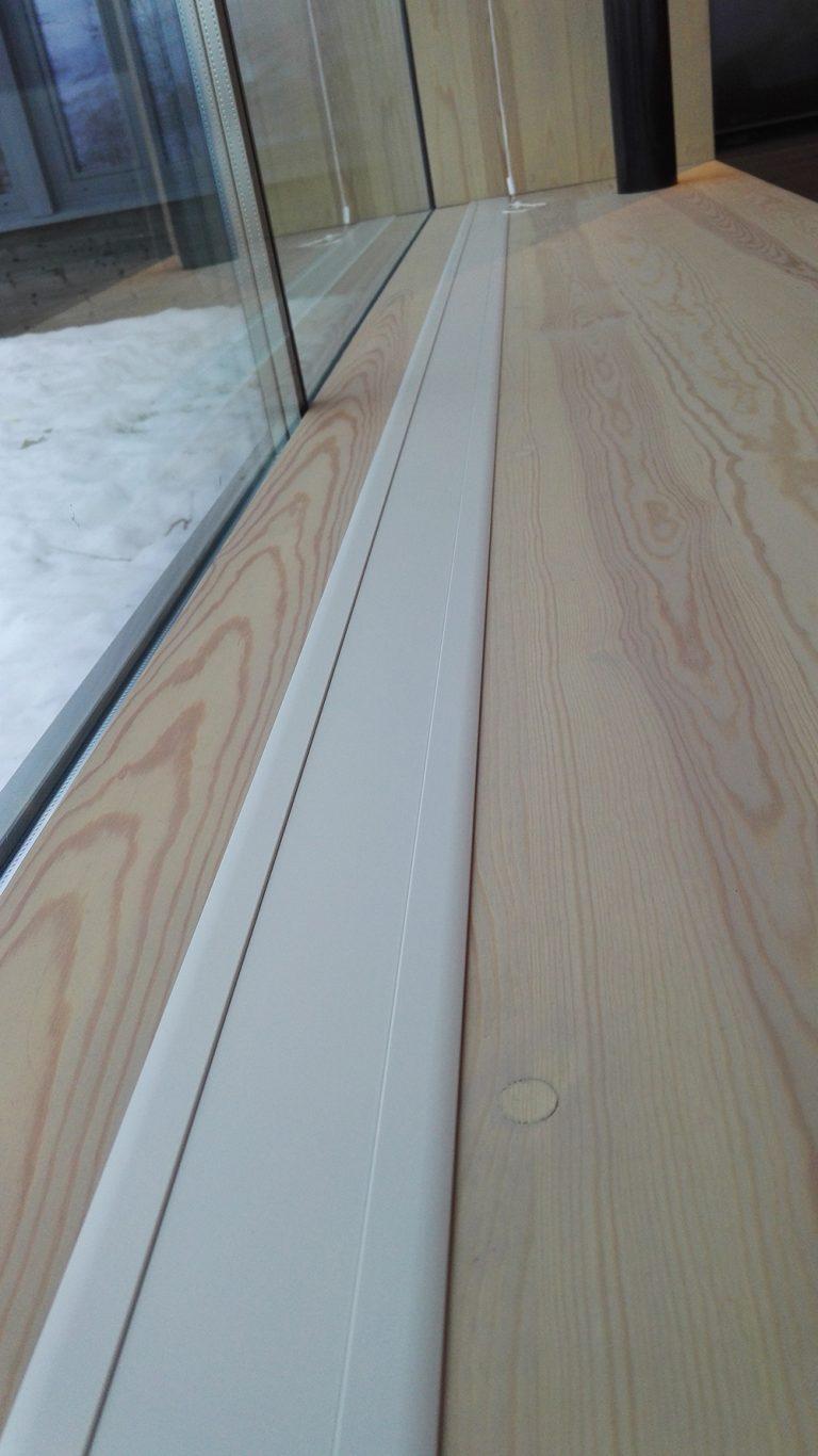 Funkis-hytte på Geilo. E-050 nedfelt med ramme. Farge eloksert aluminium (standard).!