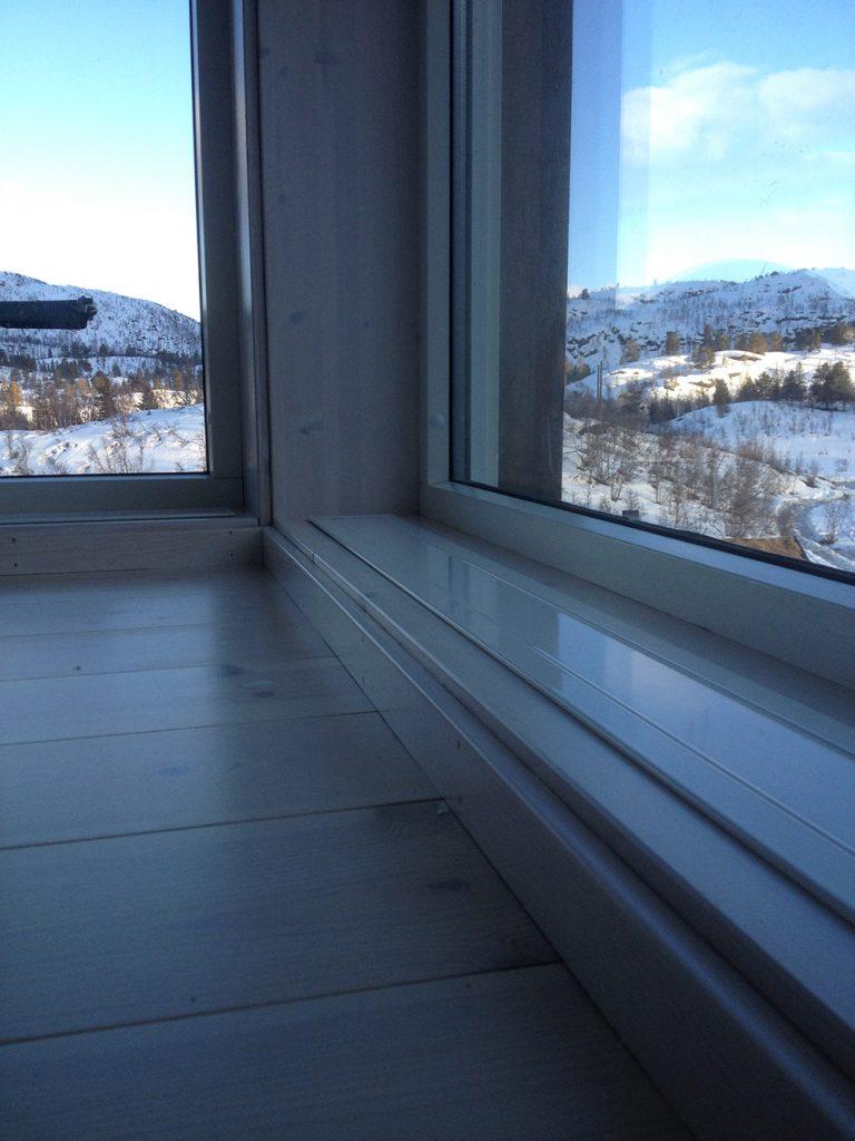 Funkis-hytte på Trysil. E-050 nedfelt med ramme. Farge RAL 9010 hvit.!