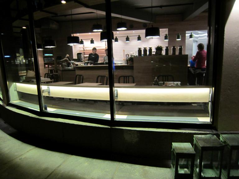 Godt Brød, Bislett, Oslo. E-100 nedfelt med ramme. Farge grå N 7500.!